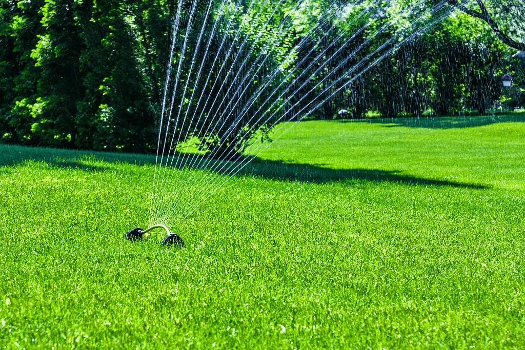 lawn-sprinkler-oscillation-motion-water-spray
